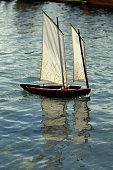 bateau miniature voilier cordes bouts accastillage poulie arrimage amarrage
