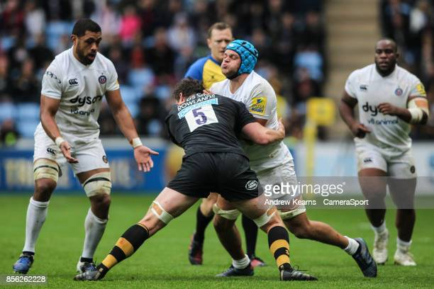 Bath Rugby's Zach Mercer competing with Wasps' Will Rowlands during the Aviva Premiership match between Wasps and Bath Rugby at The Ricoh Arena on...
