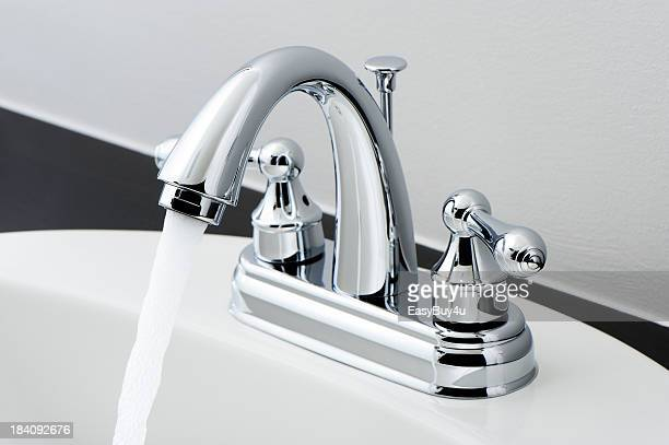 La salle de bains Robinet