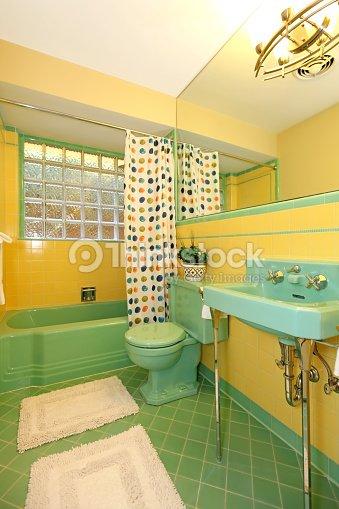 Salle De Bains Avec Carrelage Vintage Jaune Et Vert Photo - Thinkstock
