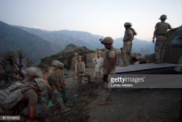 PROVINCE AFGHANISTAN SEPTEMBER 2 2007 Battle Company troops work on a new outpost their platoon fought hard to establish after the Taliban had...