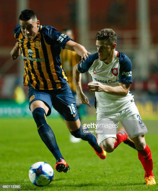 Bautista Merlini of San Lorenzo fights for the ball with Mauricio Martinez of Rosario Central during a match between San Lorenzo and Rosario Central...