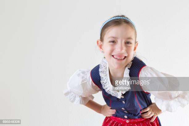 Bayerische Mädchen in Tracht Dirndl lachen