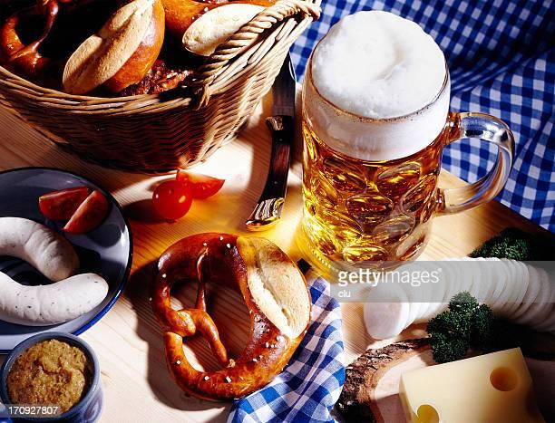 Bayerische Mahlzeit und einem Glas Bier