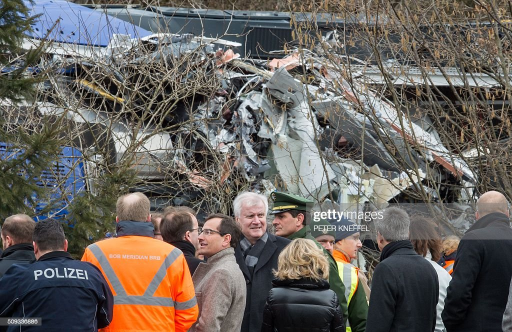 Bavaria's State Premier Horst Seehofer (C) visits the site of a train accident near Bad Aibling, southern Germany, on February 10, 2016. Two Meridian commuter trains operated by Transdev on February 9, 2016 collided head-on near Bad Aibling, around 60 kilometres (40 miles) southeast of Munich, killing ten people and injuring around 80, police said. / AFP / dpa / Peter Kneffel / Germany OUT