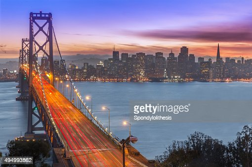 san francisco bay bridge und die skyline bei sonnenuntergang stock foto getty images. Black Bedroom Furniture Sets. Home Design Ideas