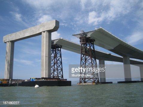 Bay Bridge en cours de la baie de San Francisco