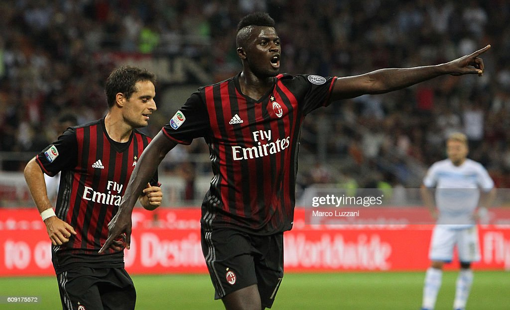 M' Baye Niang of AC Milan celebrates his goal during the Serie A match between AC Milan and SS Lazio at Stadio Giuseppe Meazza on September 20, 2016 in Milan, Italy.