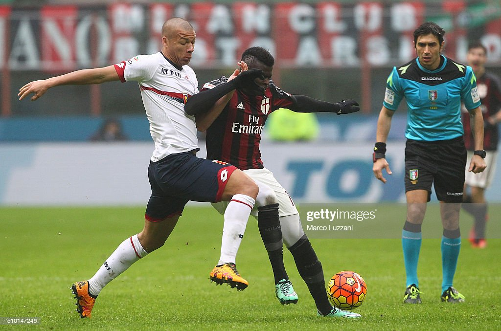 M Baye Niang (R) of AC Milan competes with Sebastian De Maio (L) of Genoa CFC during the Serie A match between AC Milan and Genoa CFC at Stadio Giuseppe Meazza on February 14, 2016 in Milan, Italy.