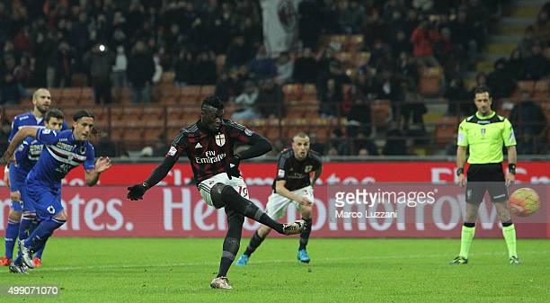 Baye Niang of AC Milan scores his goal from the penalty spot during the Serie A match between AC Milan and UC Sampdoria at Stadio Giuseppe Meazza on...