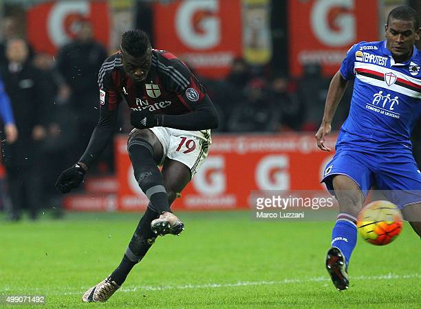 Baye Niang of AC Milan scores his second goal during the Serie A match between AC Milan and UC Sampdoria at Stadio Giuseppe Meazza on November 28...