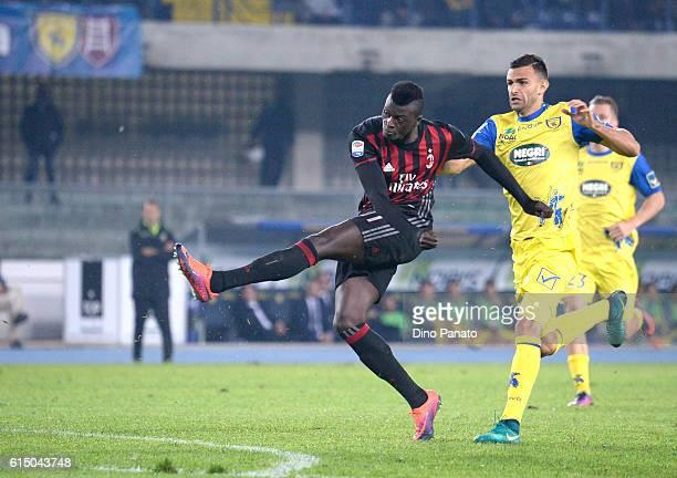Baye Niang of AC Milan scores his team's second goal during the Serie A match between AC Chievo Verona and AC Milan at Stadio Marc'Antonio Bentegodi...