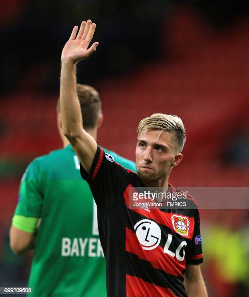 Bayer 04 Leverkusen's Kevin Kampl acknowledges the crowd