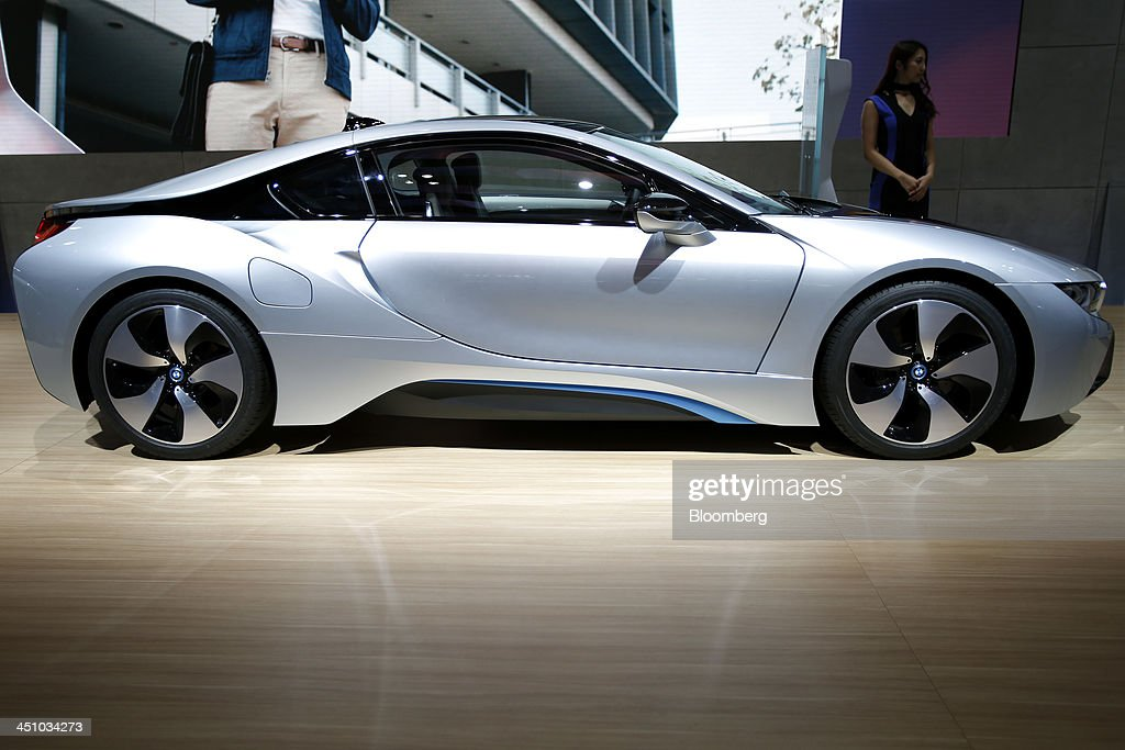 A Bayerische Motoren Werke AG (BMW) i8 electric sports vehicle sits on display at the 43rd Tokyo Motor Show 2013 in Tokyo, Japan, on Thursday, Nov. 21, 2013. The autoshow will be open to the public from Nov. 23 to Dec. 1 at the Tokyo International Exhibition Center, also known as the Tokyo Big Sight. Photographer: Kiyoshi Ota/Bloomberg via Getty Images