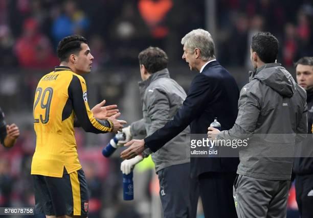 FUSSBALL FC Bayern Muenchen Arsenal London Granit Xhaka und Trainer Arsene Wenger