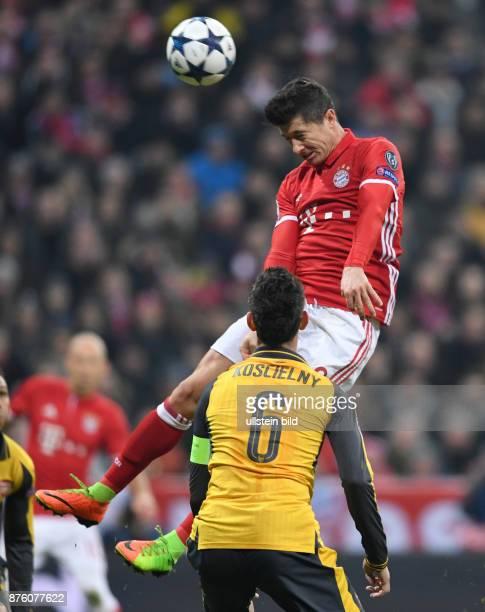 FUSSBALL FC Bayern Muenchen Arsenal London Robert Lewandowski gegen Laurent Koscielny