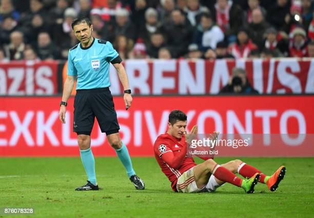 FUSSBALL FC Bayern Muenchen Arsenal London Schiedsrichter Milorad Mazic und Robert Lewandowski