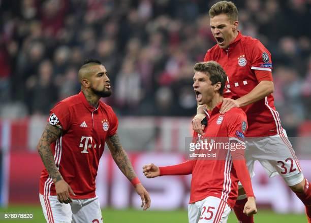 FUSSBALL FC Bayern Muenchen Arsenal London Arturo Vidal Thomas Mueller und Joshua Kimmich