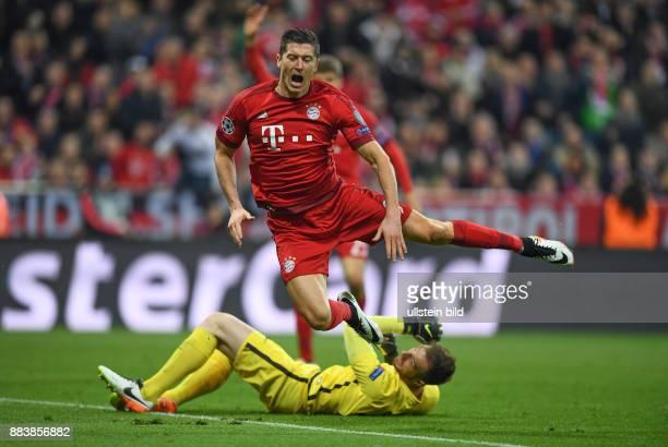 FUSSBALL FC Bayern Muenchen Atletico Madrid Robert Lewandowski gegen Torwart Jan Oblak
