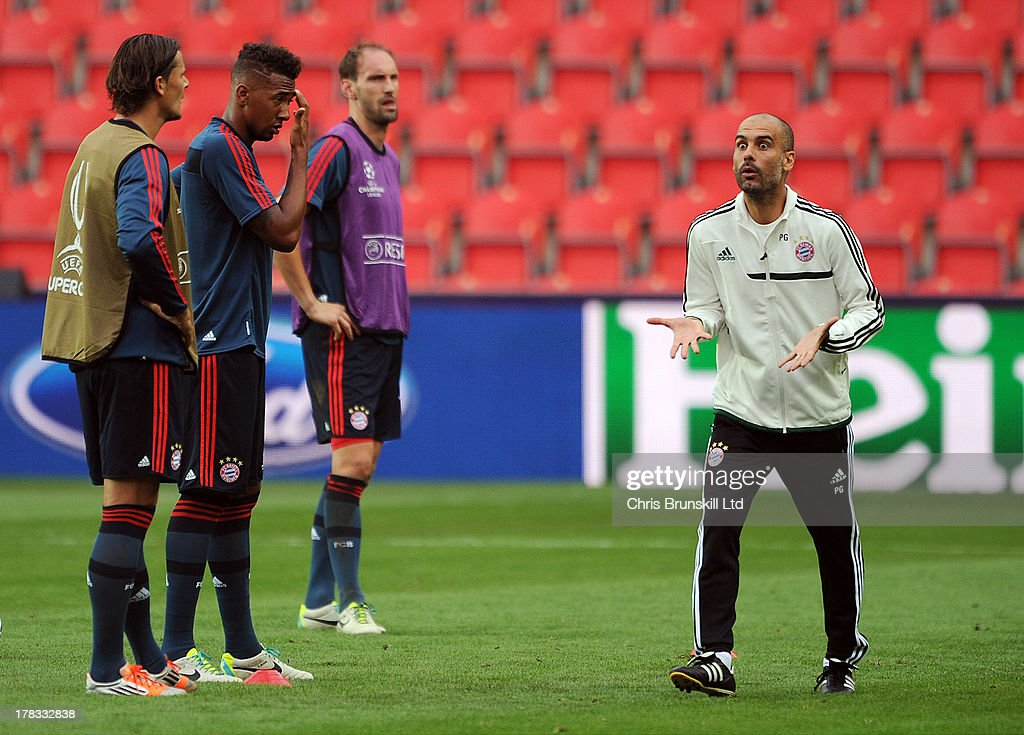Bayern Muenchen manager <a gi-track='captionPersonalityLinkClicked' href=/galleries/search?phrase=Josep+Guardiola&family=editorial&specificpeople=2088964 ng-click='$event.stopPropagation()'>Josep Guardiola</a> makes a point during the Bayern Muenchen training session at Eden Stadium on August 29, 2013 in Prague, Czech Republic.