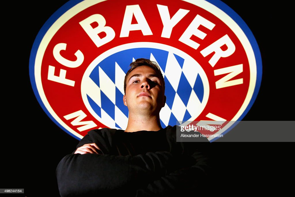 FC Bayern Muenchen player Mario Goetze poses during his visit at the FC Bayern Erlebniswelt museum at Allianz Arena on November 22, 2015 in Munich, Germany.