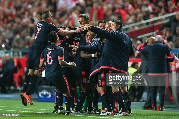 Bayern Muenchen players celebrate the goal scored by Thomas Mueller during the UEFA Champions League quarter final second leg match between SL...