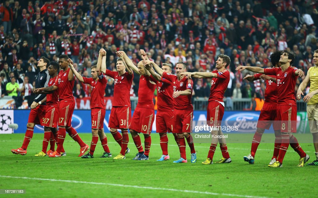 Bayern Muenchen players celebrate victory after the UEFA Champions League Semi Final First Leg match between FC Bayern Muenchen and Barcelona at Allianz Arena on April 23, 2013 in Munich, Germany.