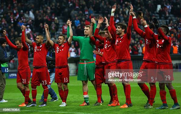 Bayern Muenchen players celebrate victory after the UEFA Champions League group F match between FC Bayern Munchen and Olympiacos FC at the Allianz...