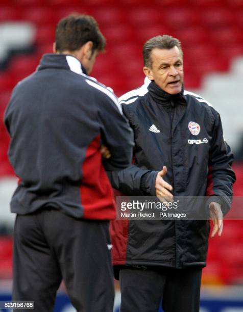 Bayern Munich boss Ottmar Hitzfeld trains with his players on the Old trafford pitch ahead of thier Champions League match against Manchester United...