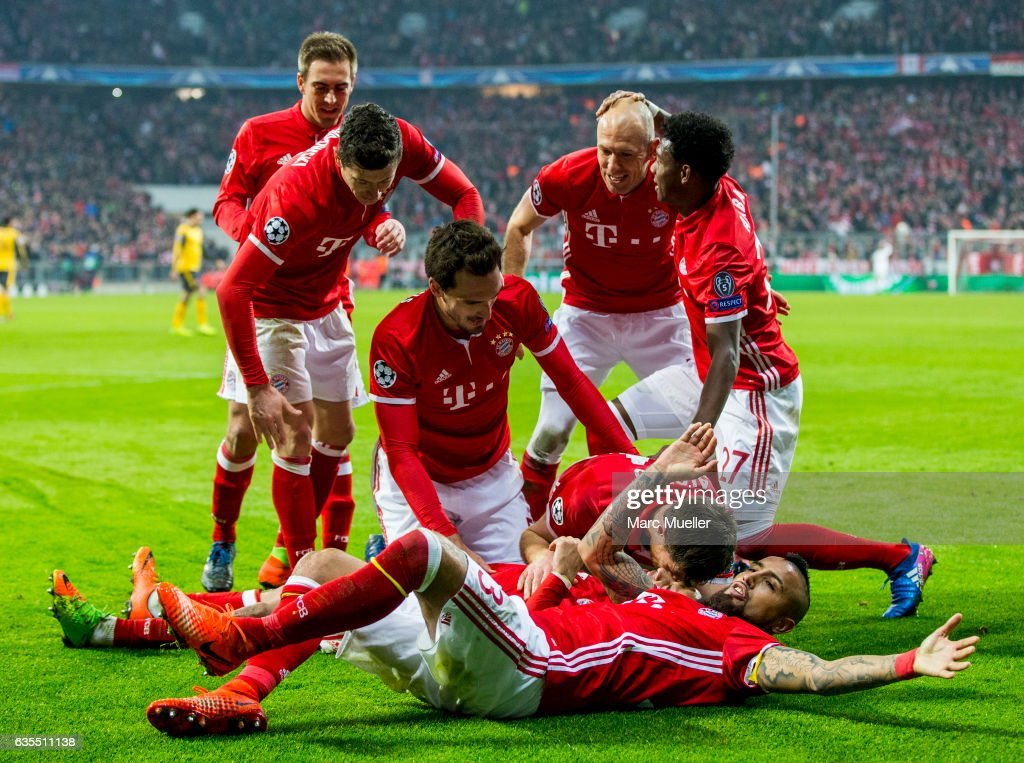 Bayern Munich celebrate after the fourth goal during the UEFA Champions League Round of 16 first leg match between FC Bayern Muenchen and Arsenal FC at Allianz Arena on February 15, 2017 in Munich, Germany.