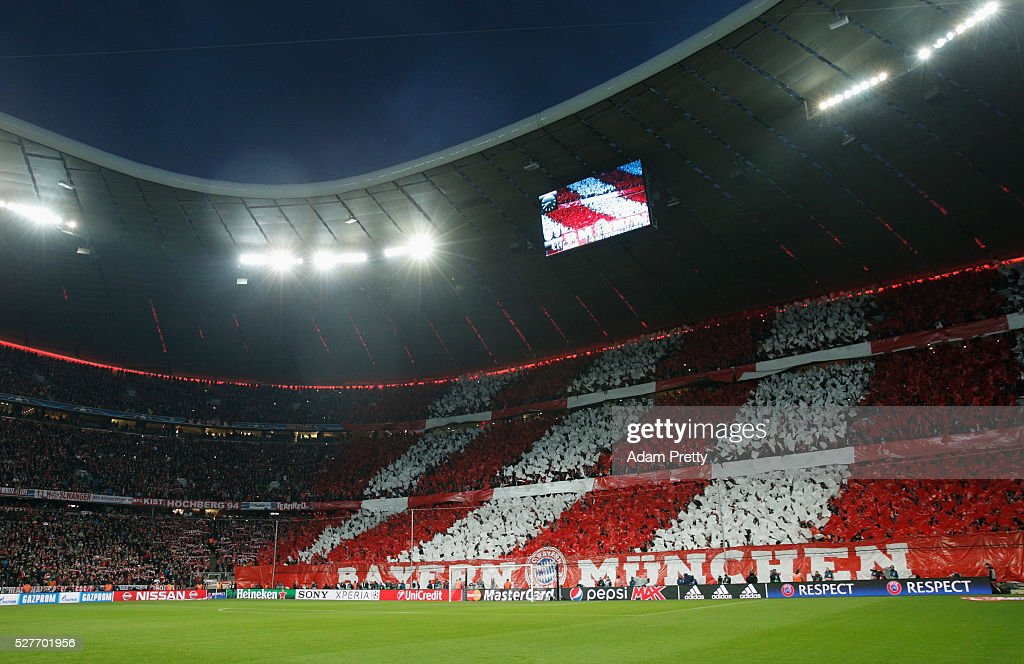 Bayern Munich fans welcome their team prior to UEFA Champions League semi final second leg match between FC Bayern Muenchen and Club Atletico de Madrid at Allianz Arena on May 3, 2016 in Munich, Germany.