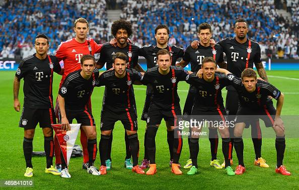 Bayern Munich line up prior to the UEFA Champions League Quarter Final first leg match between FC Porto and FC Bayern Muenchen at Estadio do Dragao...