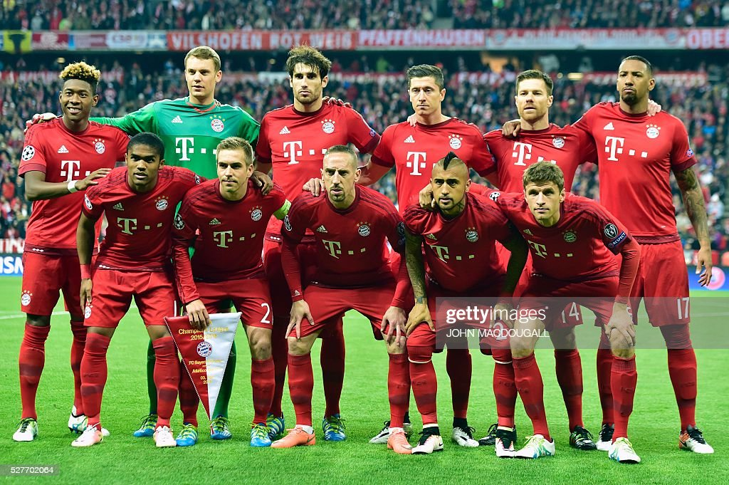 Bayern Munich's Austrian midfielder David Alaba, Bayern Munich's goalkeeper Manuel Neuer, Bayern Munich's Spanish midfielder Javier Martinez, Bayern Munich's Polish striker Robert Lewandowski, Bayern Munich's Spanish midfielder Xabi Alonso and Bayern Munich's defender Jerome Boateng (bottom row, from L) Bayern Munich's Brazilian midfielder Douglas Costa, Bayern Munich's defender Philipp Lahm, Bayern Munich's French midfielder Franck Ribery, Bayern Munich's Chilean midfielder Arturo Vidal and Bayern Munich's midfielder Thomas Mueller pose for the team photo prior to the UEFA Champions League semi-final, second-leg football match between FC Bayern Munich and Atletico Madrid in Munich, southern Germany, on May 3, 2016. / AFP / John MACDOUGALL