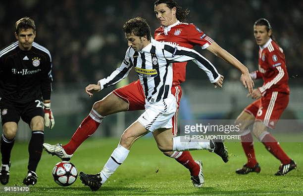 Bayern Munich's Belgian defender Daniel van Buyten fights for the ball with Juventus' forward Alessandro Del Piero during their UEFA Champion's...