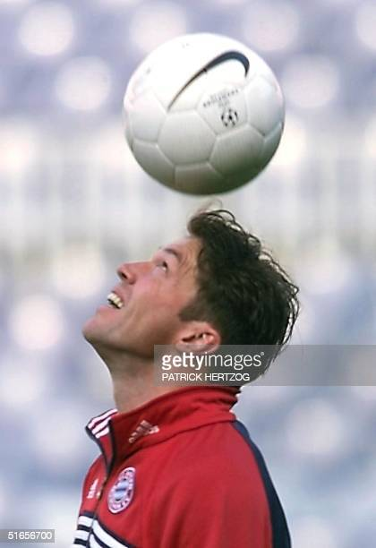 Bayern Munich's captain and sweeper Lothar Matthaeus juggles with the ball during the team's practice 25 May 1999 at the Camp Nou Stadium in...
