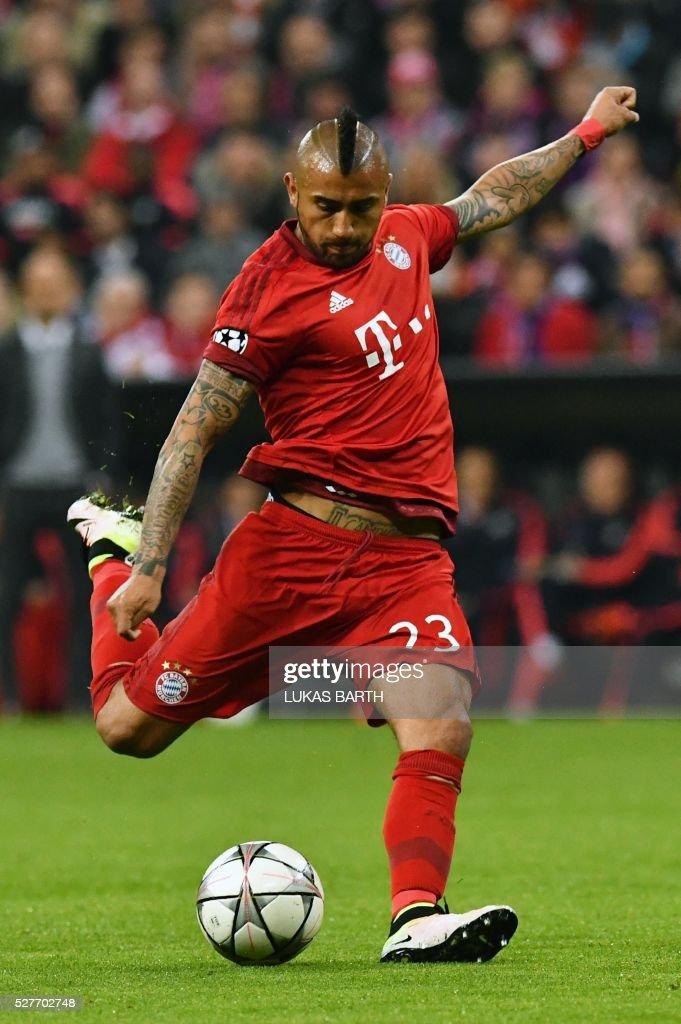 Bayern Munich's Chilean midfielder Arturo Vidal kicks the ball during the UEFA Champions League semi-final, second-leg football match between FC Bayern Munich and Atletico Madrid in Munich, southern Germany, on May 3, 2016. / AFP / LUKAS