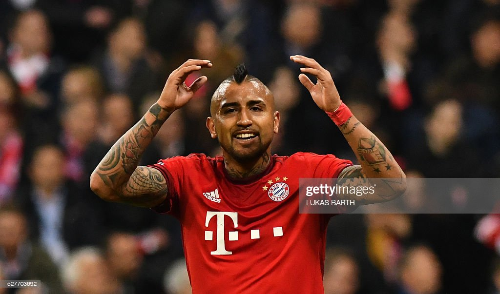 Bayern Munich's Chilean midfielder Arturo Vidal reacts during the UEFA Champions League semi-final, second-leg football match between FC Bayern Munich and Atletico Madrid in Munich, southern Germany, on May 3, 2016. / AFP / LUKAS