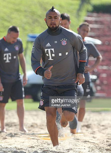 Bayern Munich's Chilean midfielder Arturo Vidal takes part in a training session at the Aspire Academy in Doha on January 8 2017 / AFP / KARIM JAAFAR