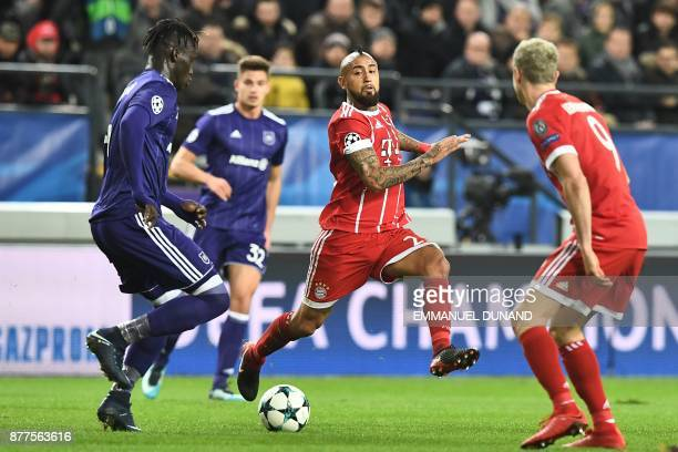 Bayern Munich's Chilean midfielder Arturo Vidal vies with Anderlecht's Senegalese defender Serigne Mbodji during the UEFA Champions League Group B...