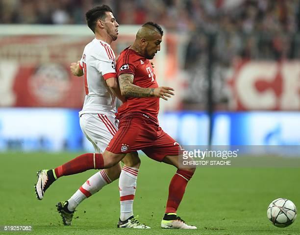 Bayern Munich's Chilian midfielder Arturo Vidal and Benficas striker Pizzi vie for the ball during the Champions League quarterfinal firstleg...