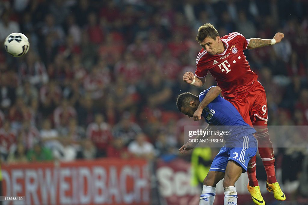 Bayern Munich's Croatian striker Mario Mandzukic (R) and Chelsea's English defender Ashley Cole vie for the ball during the UEFA Super Cup football match FC Bayern Munich vs Chelsea FC on August 30, 2013 at the Eden Stadium, in Prague. AFP PHOTO / ODD ANDERSEN