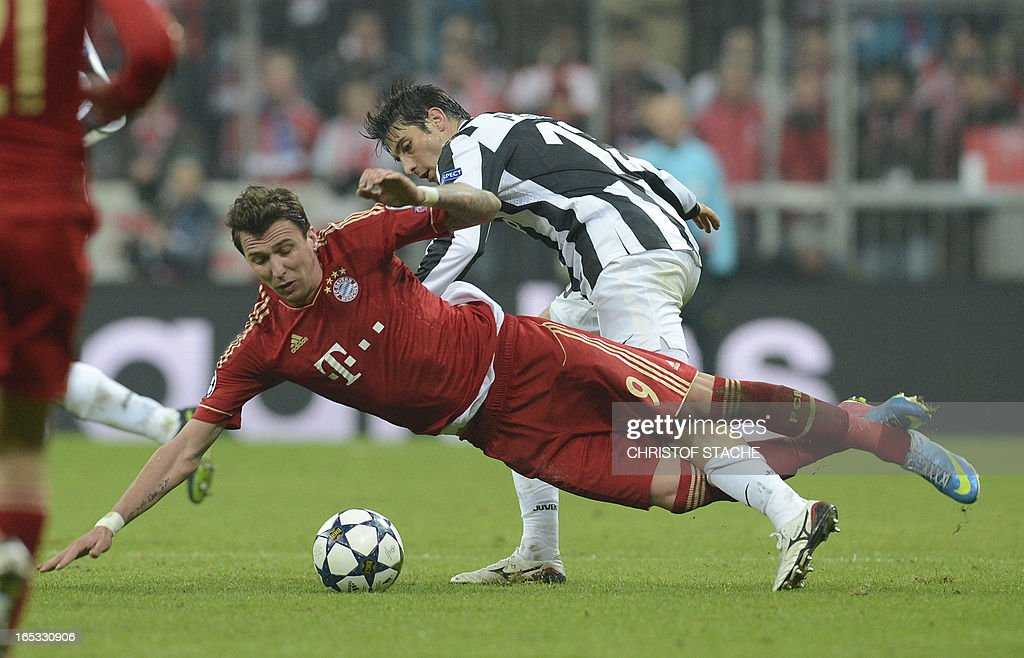 Bayern Munich's Croatian striker Mario Mandzukic (L) vies for the ball with Juventus' defender Federico Peluso (R) during the UEFA Champions League quarter final football match FC Bayern Munich vs Juventus Turin in Munich, southern Germany, on April 2, 2013.