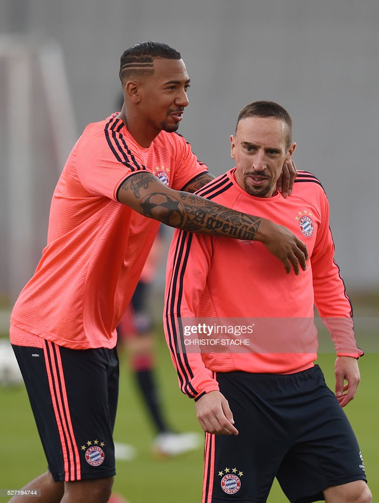 Bayern Munich's defender Jerome Boateng (L) and Bayern Munich's French midfielder Franck Ribery (R) joke together during the final team training session one day prior to the Champions League semi-final, second-leg football match between Bayern Munich and Atletico Madrid at the club trainings area in Munich, southern Germany, on May 2, 2016. / AFP / CHRISTOF