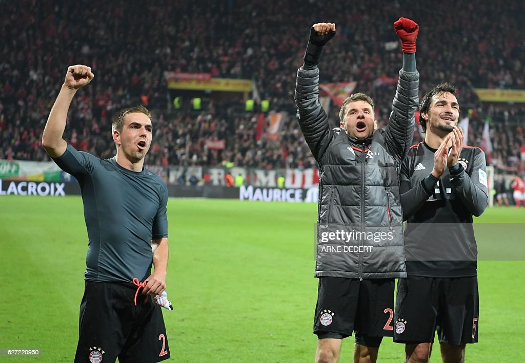 Bayern Munich's defender Philipp Lahm, forward Thomas Mueller and defender Mats Hummels celebrate after the German first division Bundesliga football match between FSV Mainz 05 and FC Bayern Munich in Mainz, southern Germany on December 2, 2016. / AFP / dpa / Arne Dedert / NO Getty Images (GETTY-VD) - Germany