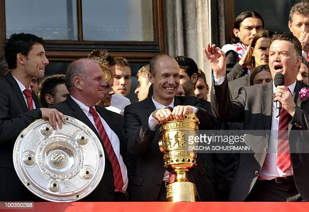 Bayern Munich's Dutch head coach Louis van Gaal addresses the fans with his team on the balcony of city hall during a celebration party in the...