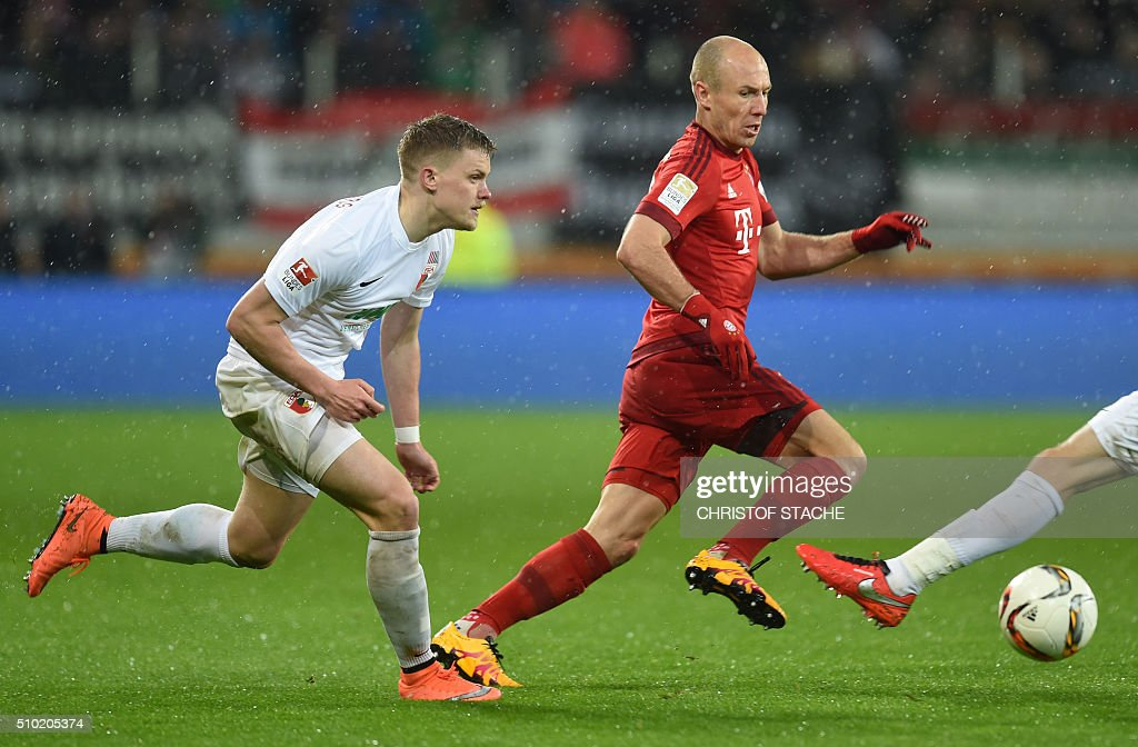 Bayern Munich's Dutch midfielder Arjen Robben (R) and Augsburg's defender Max Philipp vie for the ball during the German first division Bundesliga football match of FC Augsburg vs FC Bayern Munich in Augsburg, southern Germany, on February 14, 2016. / AFP / CHRISTOF STACHE /