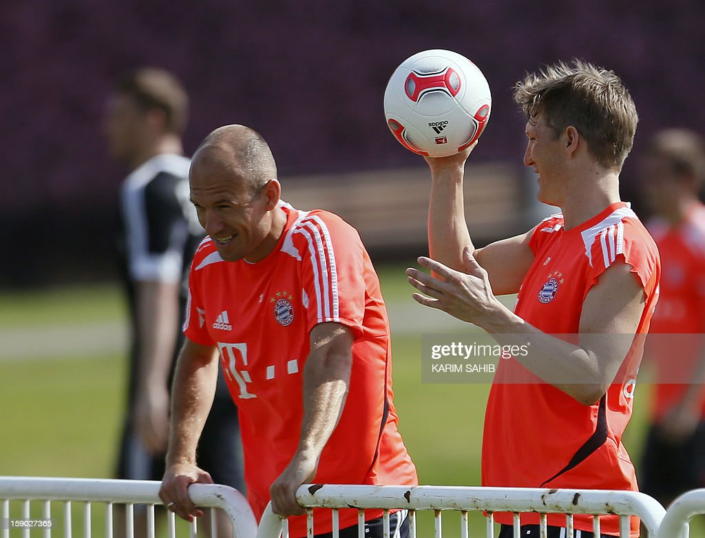 Bayern Munich's Dutch midfielder Arjen Robben (L) and German midfielder Bastian Schweinsteiger (R) attend a training session at the Aspire Academy for Sports Excellence in Doha on January 6, 2013. Bayern Munich is in Qatar for a week-long training camp before the beginning of the new season of the German Bundesliga after the winter break.