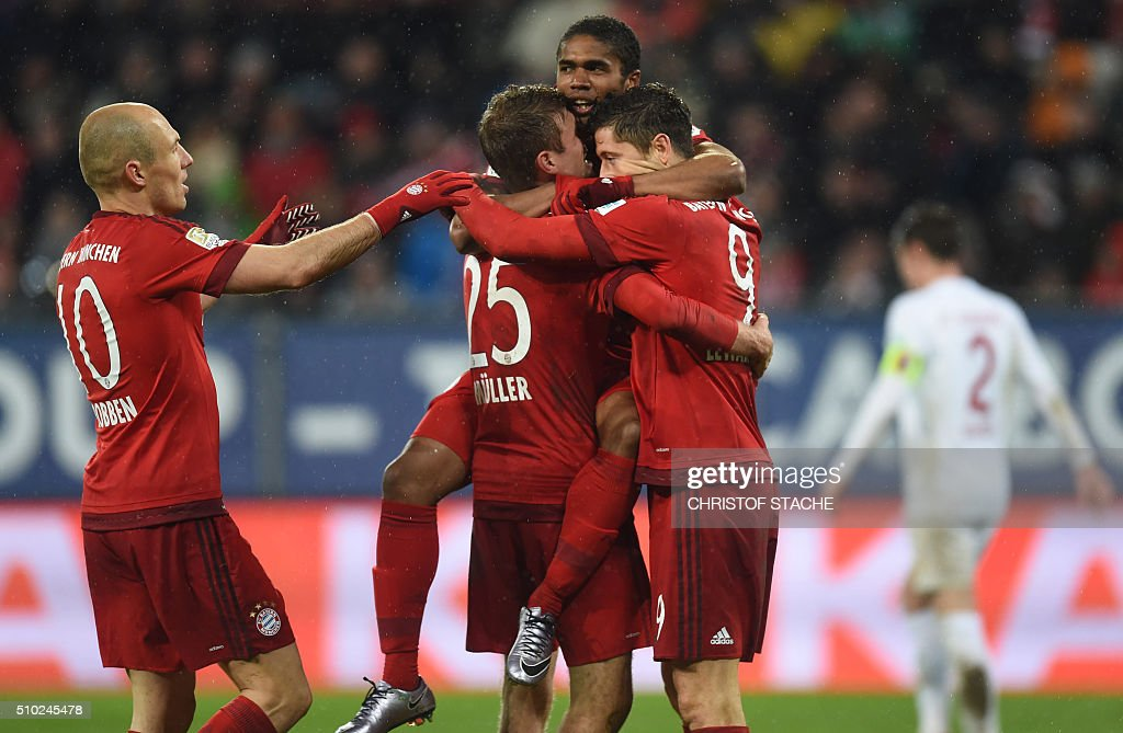 Bayern Munich's Dutch midfielder Arjen Robben, Bayern Munich's striker Thomas Mueller, Bayern Munich's Brazilian midfielder Douglas Costa and Bayern Munich's Polish striker Robert Lewandowski celebrate after the third goal for Munich during the German first division Bundesliga football match of FC Augsburg vs FC Bayern Munich in Augsburg, southern Germany, on February 14, 2016. / AFP / CHRISTOF STACHE /