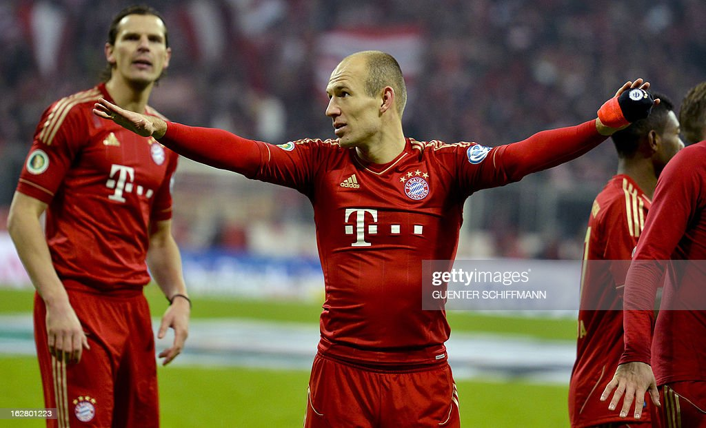 Bayern Munich's Dutch midfielder Arjen Robben (C) celebrates after the German Cup quarter-final football match FC Bayern Munich vs Borussia Dortmund in Munich, southern Germany, on February 27, 2013. Bayern Munich won the match 1-0. AFP PHOTO / GUENTER SCHIFFMANN DURING THE MATCH AND PROHIBITS MOBILE (MMS) USE
