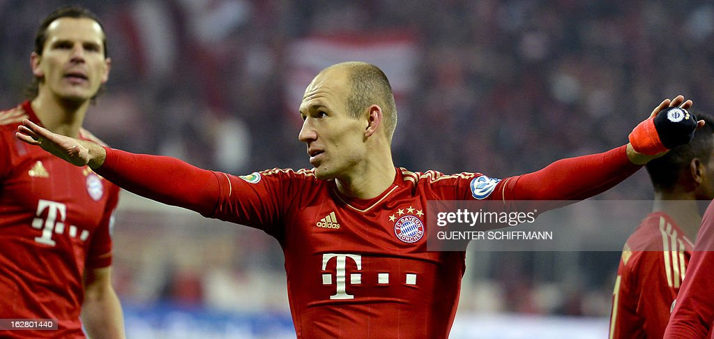 Bayern Munich's Dutch midfielder Arjen Robben (C) celebrates after the German Cup quarter-final football match FC Bayern Munich vs Borussia Dortmund in Munich, southern Germany, on February 27, 2013. Bayern Munich won the match 1-0. AFP PHOTO / GUENTER SCHIFFMANN DURING THE MATCH AND PROHIBITS MOBILE (MMS) USE DURING AND FOR FURTHER TWO HOURS AFTER THE MATCH. FOR MORE INFORMATION CONTACT DFL.